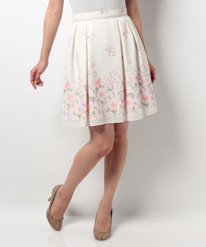 芸能人が屋根裏の恋人で着用した衣装スカート