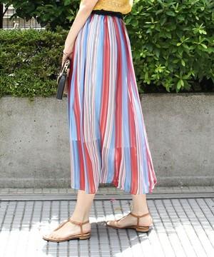 芸能人ステキ女子・化粧品会社勤務が人は見た目が100パーセントで着用した衣装スカート