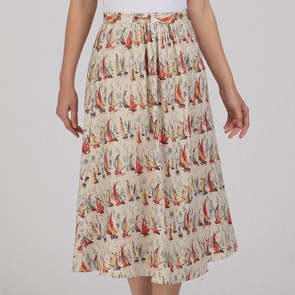 芸能人が屋根裏の恋人で着用した衣装ブラウス、スカート