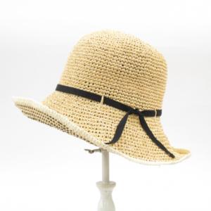 芸能人が趣味の園芸で着用した衣装帽子