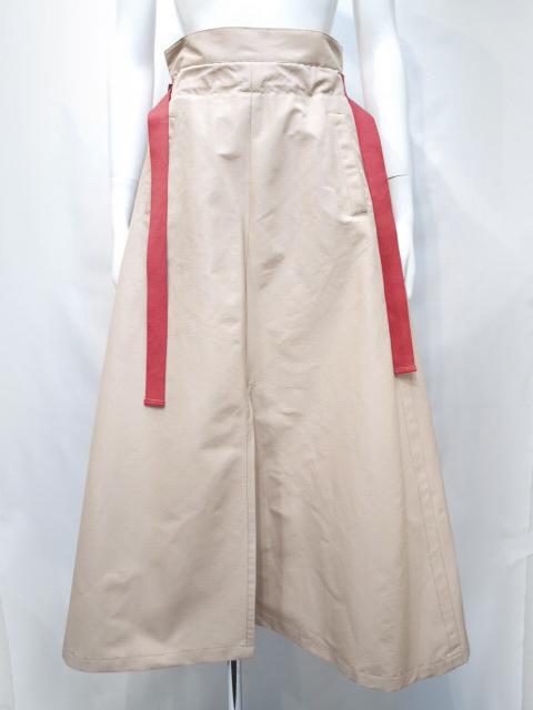 芸能人が有吉の壁8で着用した衣装スカート