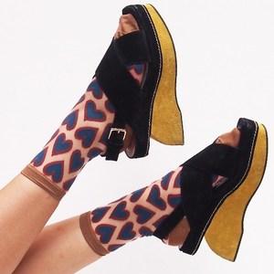 芸能人大学生・怪物に恋をされる♡がフランケンシュタインの恋で着用した衣装靴下