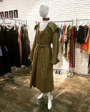 芸能人がいきものがかりwebサイトで着用した衣装コート