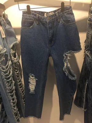 芸能人がInstagramで着用した衣装Tシャツ・カットソー/ダメージジーンズ
