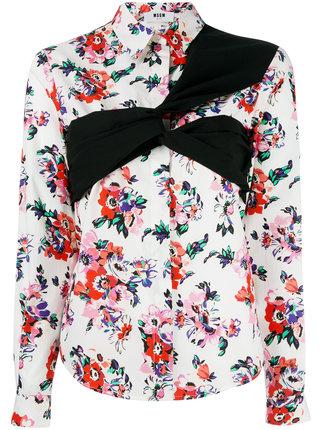 芸能人がアナザースカイで着用した衣装シューズ、スカート、シャツ