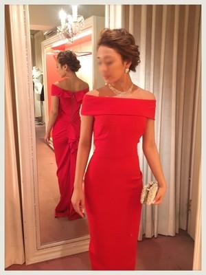 芸能人役柄:元No.2モデル、テレビのコメンテーターがセシルのもくろみで着用した衣装ドレス