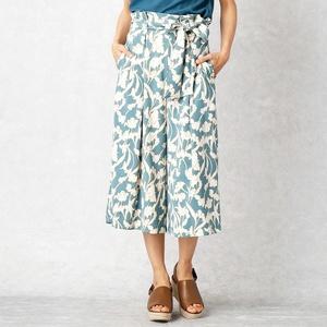 芸能人がヒルナンデス!で着用した衣装水色の柄スカート