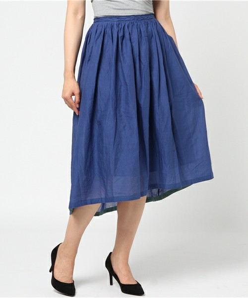 芸能人が火曜サプライズで着用した衣装カットソー、スカート