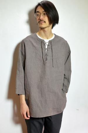 芸能人役柄:イケメンのフォトグラファーがセシルのもくろみで着用した衣装カットソー