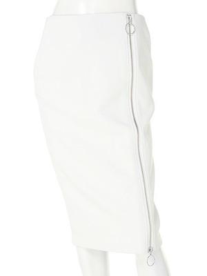 芸能人役柄:アパレル会社の頼れる上司がカンナさーん!で着用した衣装スカート