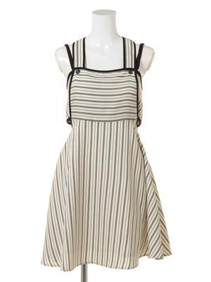 芸能人が平愛梨オフィシャルブログで着用した衣装ジャンパースカート