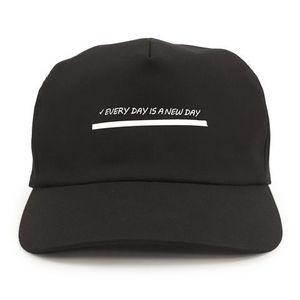 芸能人がMVで着用した衣装帽子