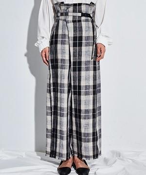 芸能人役柄:No.1カバーモデルがセシルのもくろみで着用した衣装パンツ