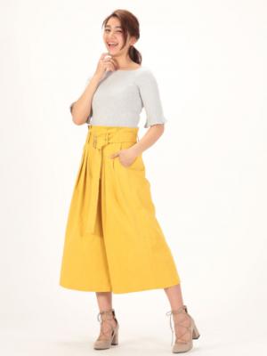 芸能人雑誌誌面モデル着用がセシルのもくろみで着用した衣装パンツ