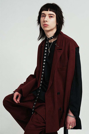 芸能人がInstagramで着用した衣装ワンピース/チョーカー