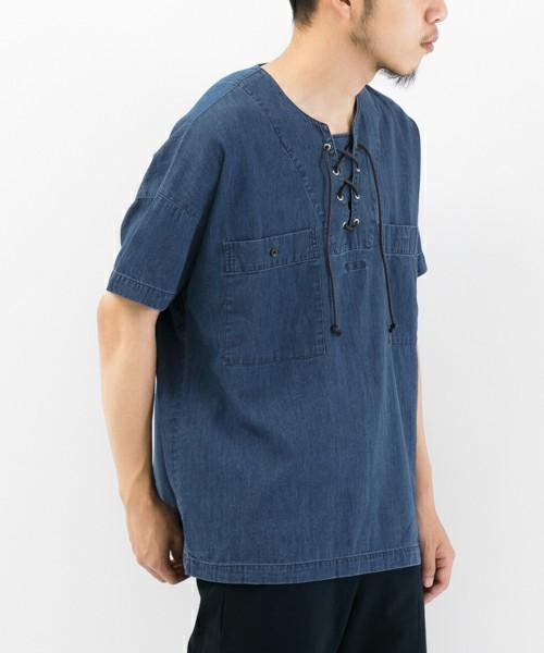 芸能人役柄:イケメンのフォトグラファーがセシルのもくろみで着用した衣装シャツ / ブラウス