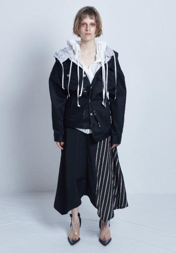 芸能人が痛快TV スカッとジャパンで着用した衣装シャツ、スカート