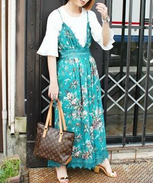 芸能人がInstagramで着用した衣装ワンピース/ネックレス