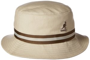 芸能人役柄:イケメンのフォトグラファーがセシルのもくろみで着用した衣装帽子