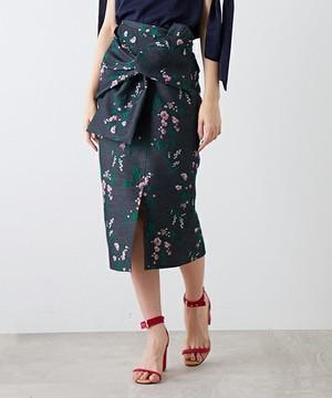 芸能人役柄:No.1カバーモデルがセシルのもくろみで着用した衣装スカート