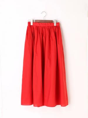 芸能人が「and...」発売イベントで着用した衣装スカート