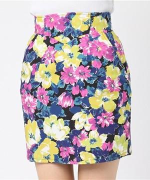 芸能人役柄:アパレル会社のかわいい後輩がカンナさーん!で着用した衣装スカート