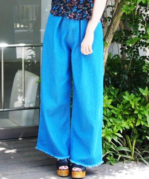芸能人がIZANAGIで着用した衣装デニムパンツ
