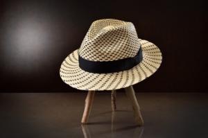 芸能人が南條愛乃アルバム「サントロワ」で着用した衣装帽子