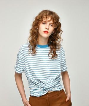 芸能人役柄:アパレル会社のかわいい後輩がカンナさーん!で着用した衣装Tシャツ・カットソー