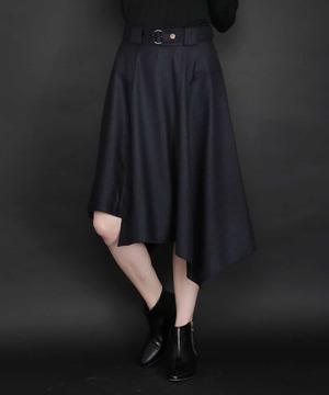 芸能人主役:新人主婦読モがセシルのもくろみで着用した衣装スカート