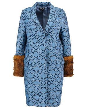 芸能人がTVCMで着用した衣装コート