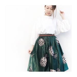 芸能人がしゃべくり007で着用した衣装ブラウス/ネックレス/スカート