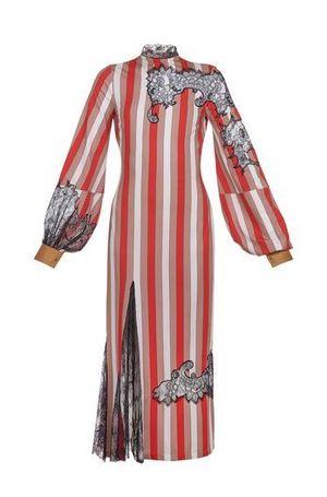 芸能人主役:新人主婦読モがセシルのもくろみで着用した衣装ドレス