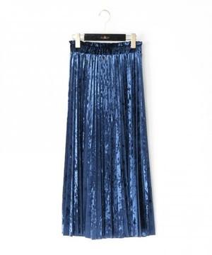 芸能人がTwitterで着用した衣装ブラウス/スカート