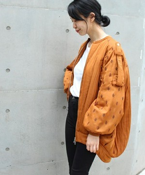 芸能人女子モドキ・M(美の知識が古いまま…)が人は見た目が100パーセントで着用した衣装ジャケット