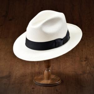 芸能人が僕たちがやりましたで着用した衣装帽子