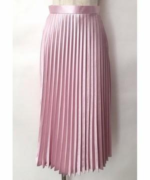 芸能人がUTAGE!で着用した衣装ニット、ハーネス、スカート