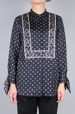 芸能人がInstagramで着用した衣装ブラウス/ワンピース