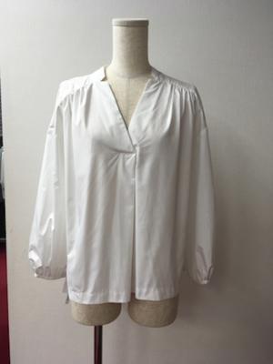 芸能人が「atelier kikiki」リーフレットで着用した衣装シャツ / ブラウス