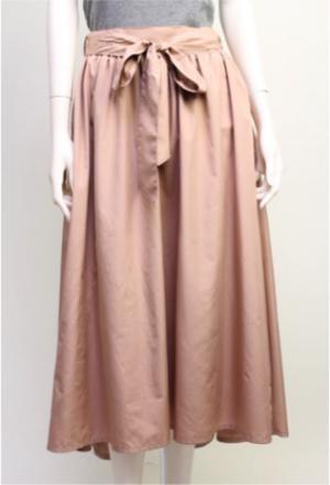 芸能人が「atelier kikiki」リーフレットで着用した衣装スカート