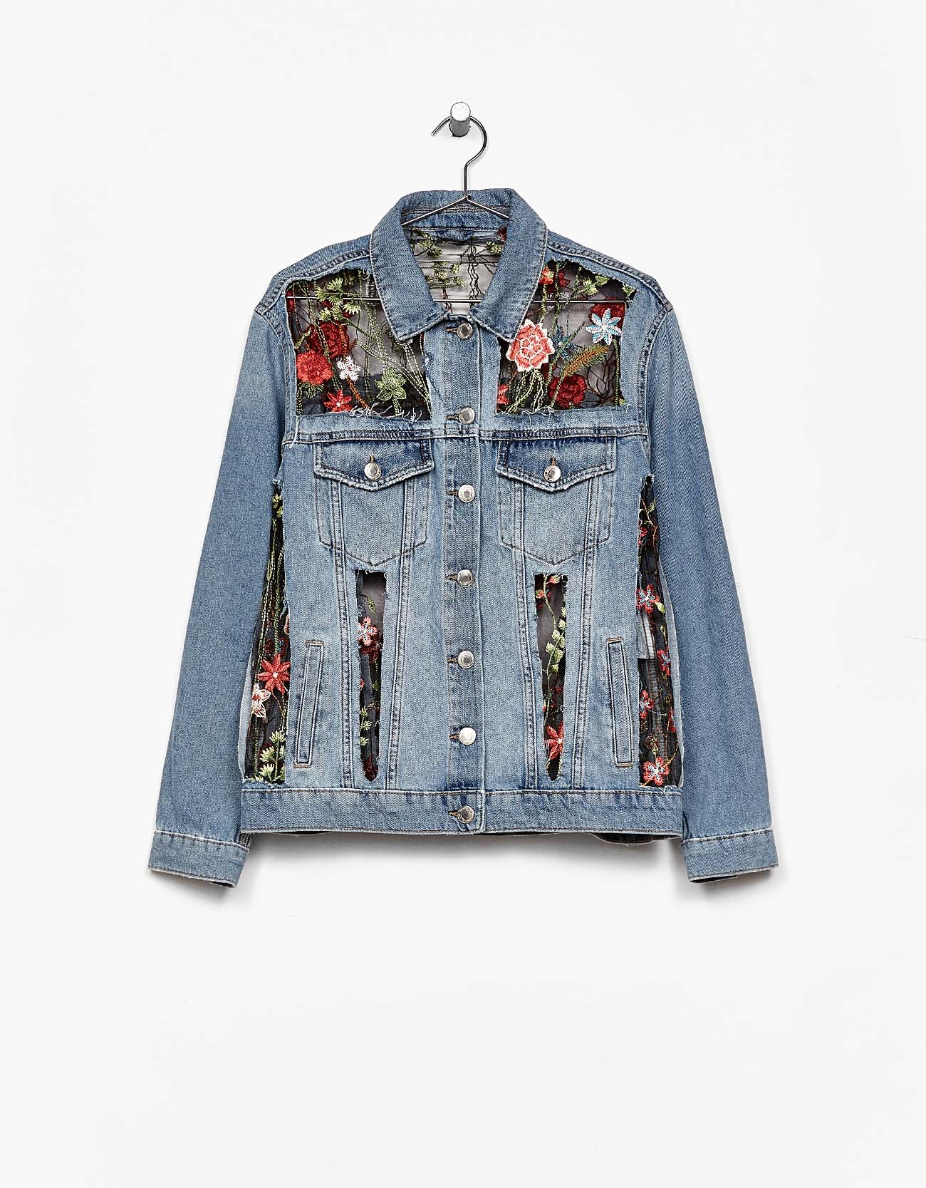 BershkaのTulle and denim jacket with floral embroidery