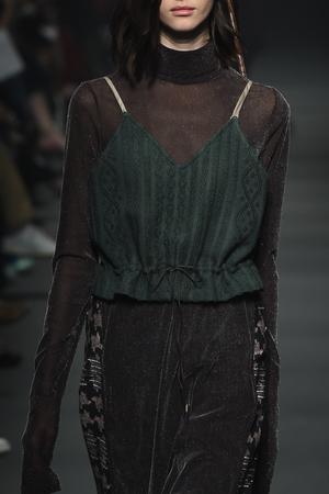 芸能人がスカッとジャパンで着用した衣装ニット/スカート