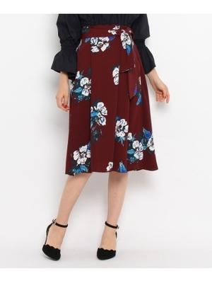 芸能人役柄:年下のお隣さんが奥様は、取り扱い注意で着用した衣装スカート