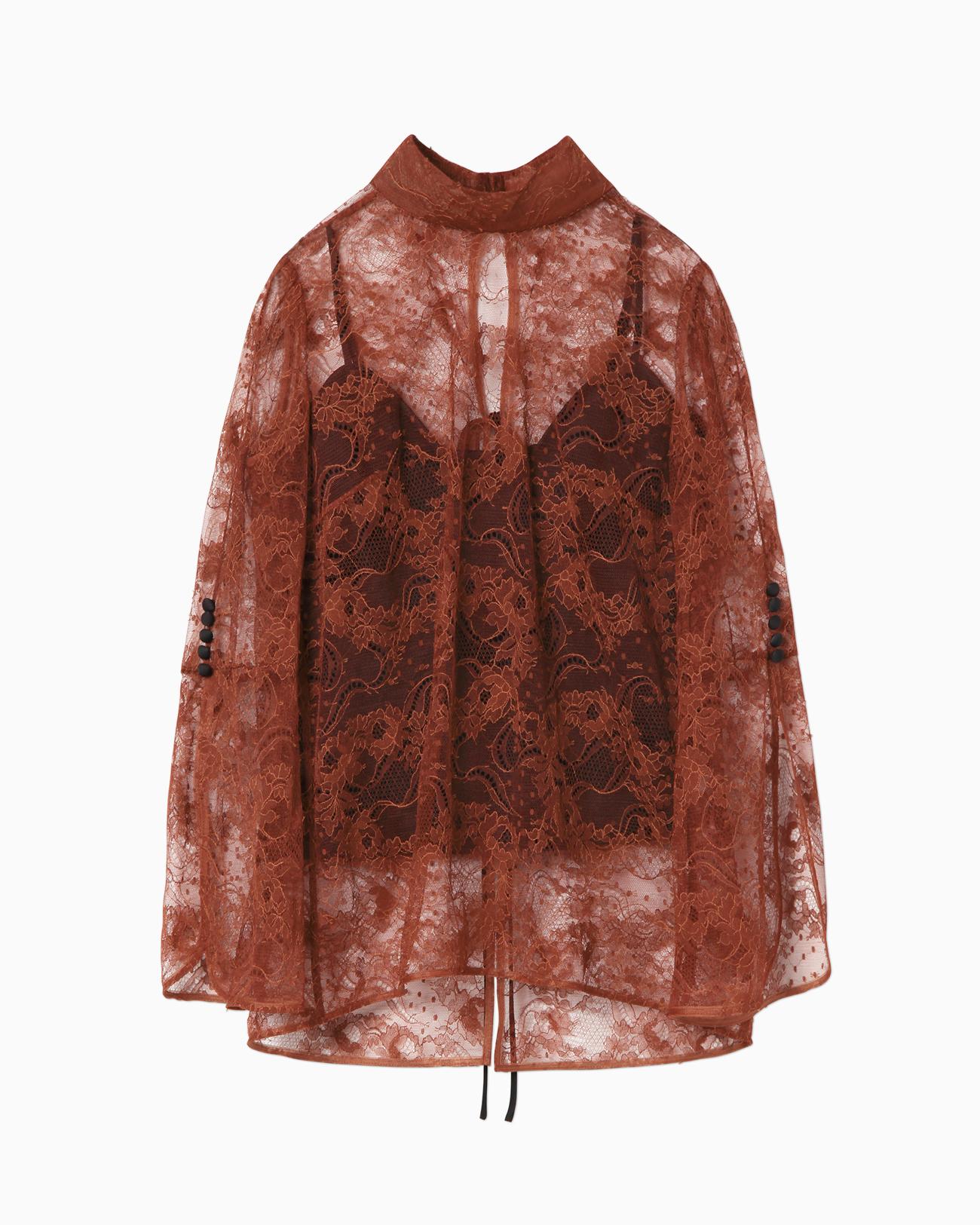 芸能人がさんまのまんま 秋のさんまもゲストも脂がノってますSPで着用した衣装シューズ、ブラウス