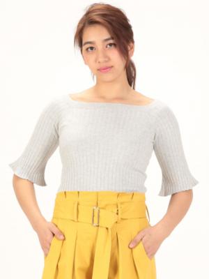 芸能人がTHE OUTLETS HIROSHIMAイメージムービーで着用した衣装ニット/セーター