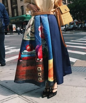 芸能人が前略大徳さんで着用した衣装スカート