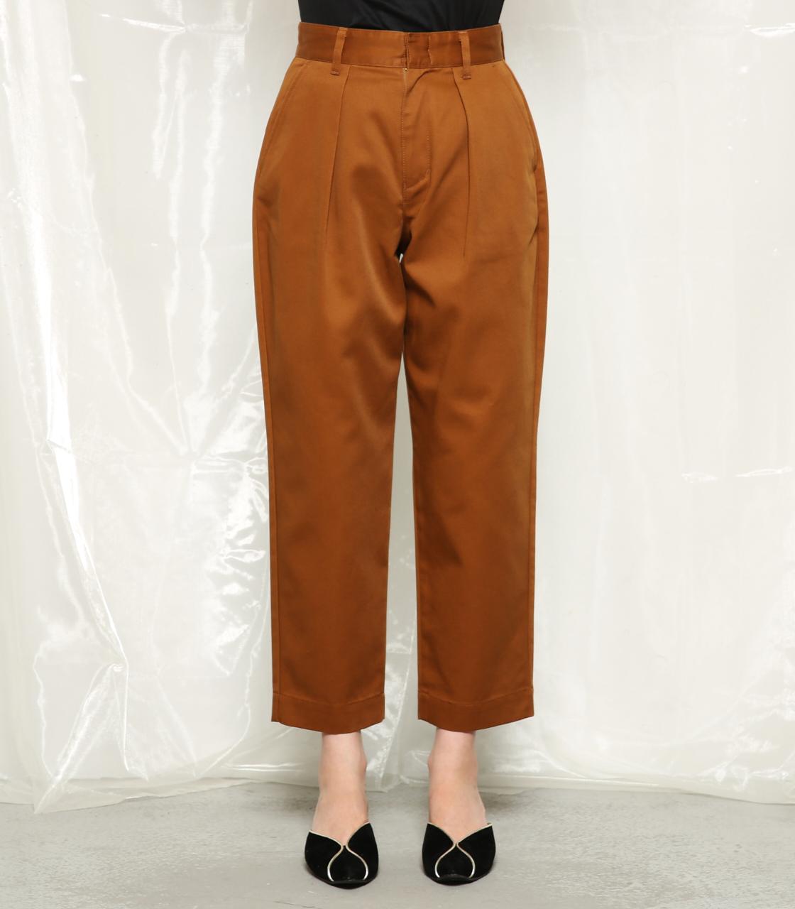 芸能人がにじいろジーンで着用した衣装カットソー、パンツ
