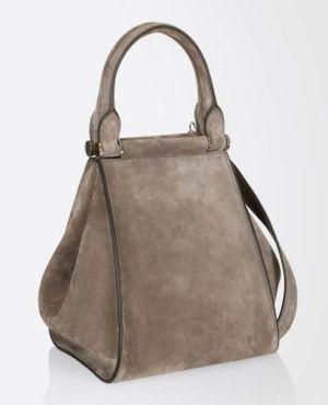 芸能人が奥様は取り扱い注意で着用した衣装バッグ