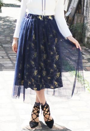 芸能人がサンデーライブで着用した衣装スカート