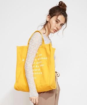 芸能人役柄:年下のお隣さんが奥様は、取り扱い注意で着用した衣装バッグ